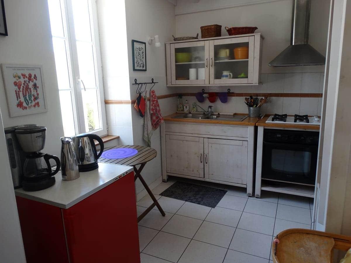 La cuisine équipée du gite sur l'île de Ré pour un séjour en famille tout confort - Gite sur l'île de Ré -Les Fillattes