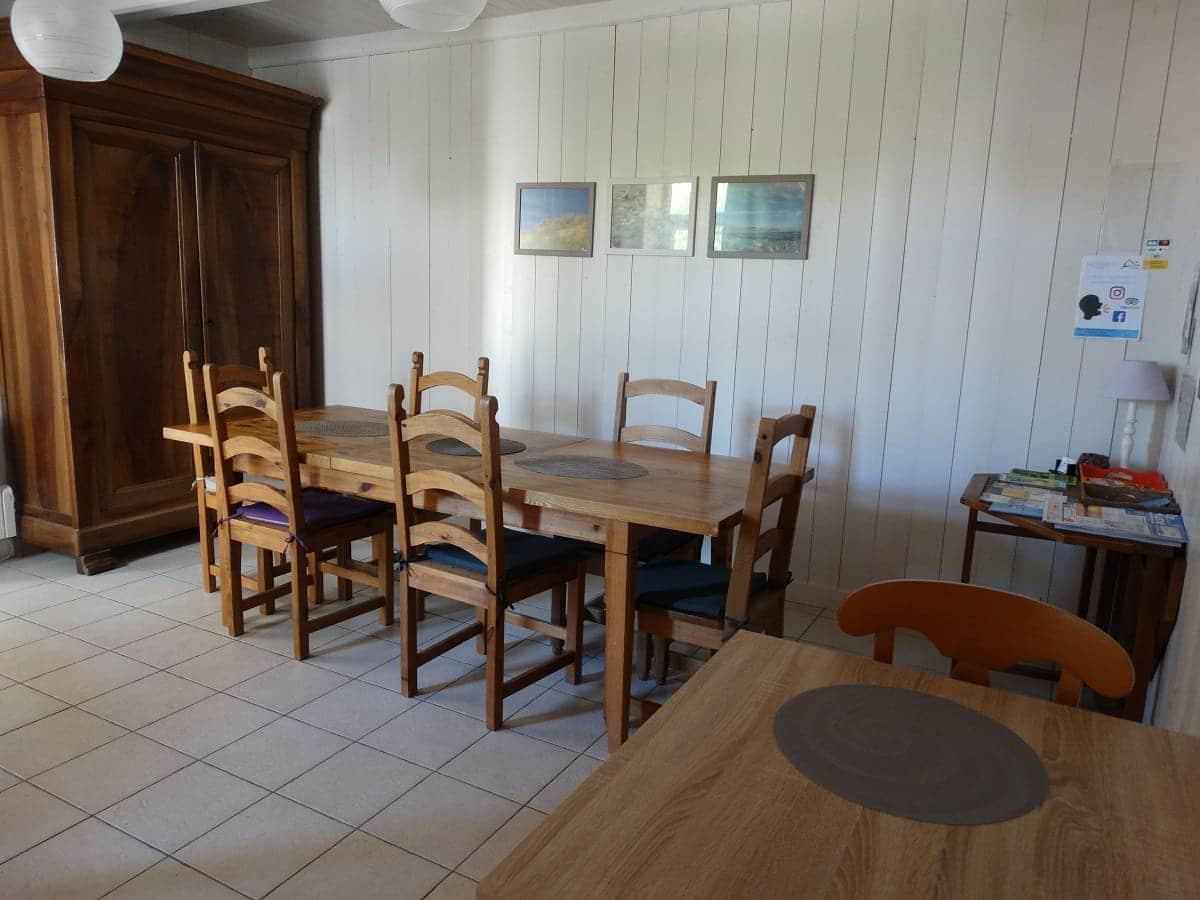 La salle à manger du gite sur l'île de Ré pour un séjour en famille tout confort - Gite sur l'île de Ré -Les Fillattes