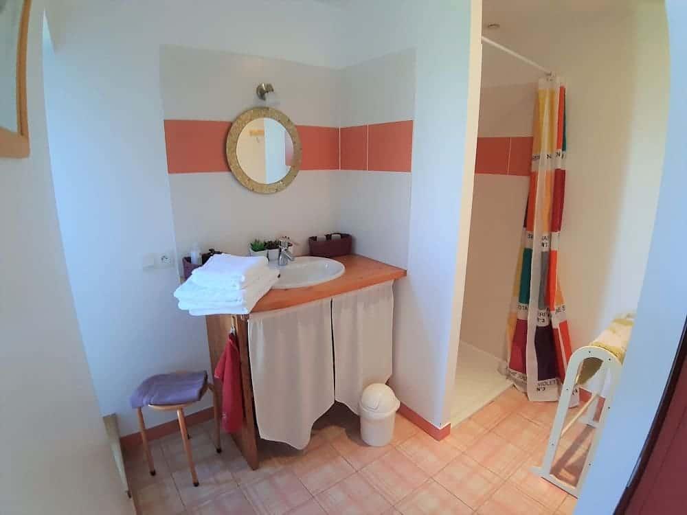 Salle de bains de la chabossière-chambre d'hôte de charme ile de ré-Les Fillattes maison d'hôtes