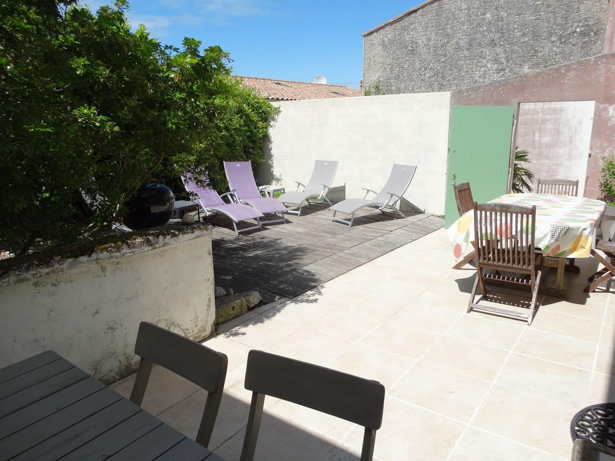 Profitez des transats du gite sur l'île de Ré pour un séjour de détente et de découverte en famille - Gite Les Fillattes