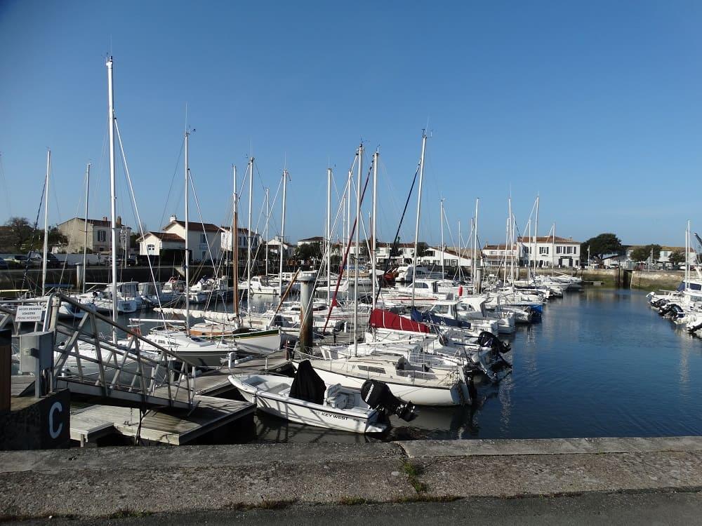 Le port d'Ars-en-Ré, un petit village de charme à visiter lors de votre séjour à noel en famille dans le gite des Fillattes