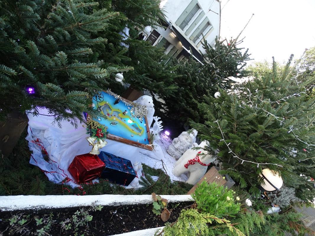 Noel en famille sur l'île de Ré dans le gîte les Fillattes- Les commerçants font des décorations magiques