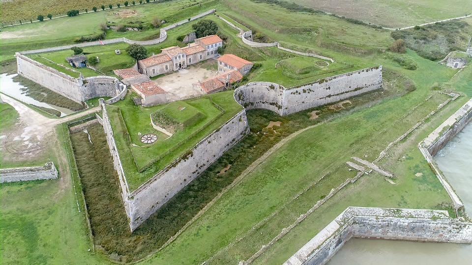 Decouvrez le fort la Pree lors de votre sejour en chambre d'hôtes sur l'île de Ré - Maison d'hôtes Les Fillattes