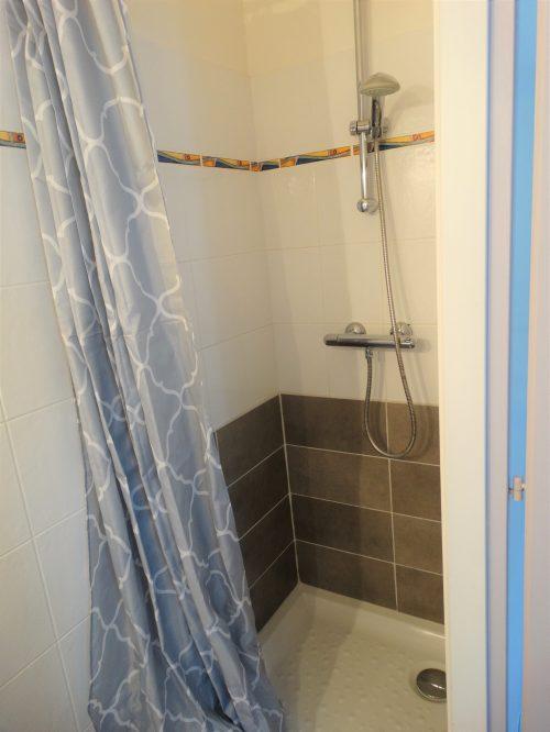 chambre d hote ile de ré pas cher - Salle de douche de La pinaude au coeur de la maison d'hôtes Les Fillattes